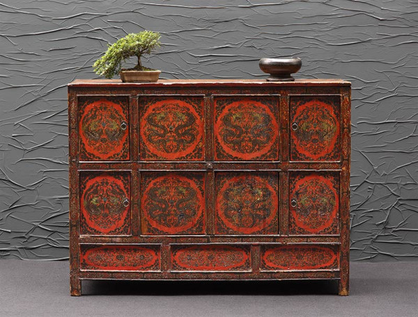 Dekoratives, altes Sideboard aus Tibet