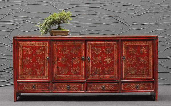 Rotes Sideboard aus Pinienholz